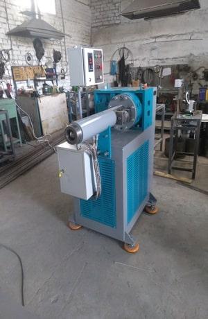 Червячная машина для линии по производству силиконовых деталей