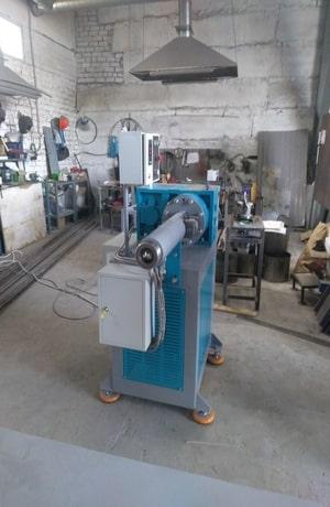 Фото червячной машины для производства изделий из силикона