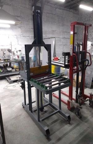 Фото гильотины для отрезания каучуков и других вязких материалов